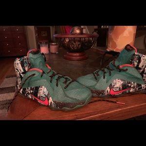 Boys LeBron Sneakers Size 6.5 Y